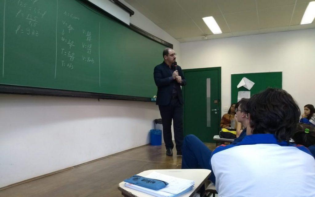Colégio recebe palestra de professor da Direito São Bernardo